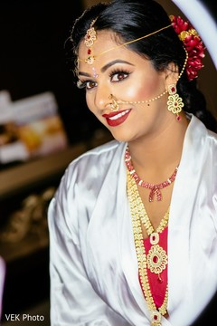 See this lovely Indian bridal ceremony look.