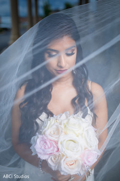Astonishing Indian bride with bouquet.