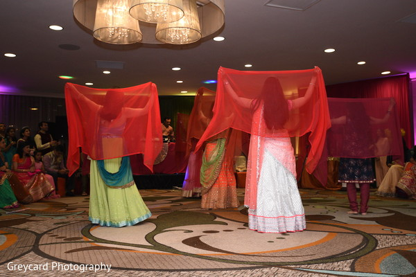 See this Bollywood dancers capture.