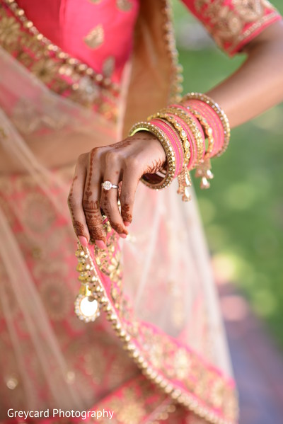 Stunning indian bridal engagement ring.