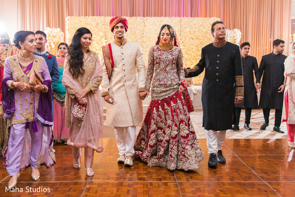 See this lovely Indian couple just married.