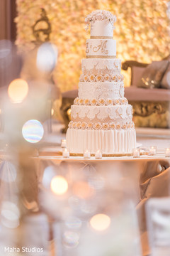 Indian wedding cake decoration capture.