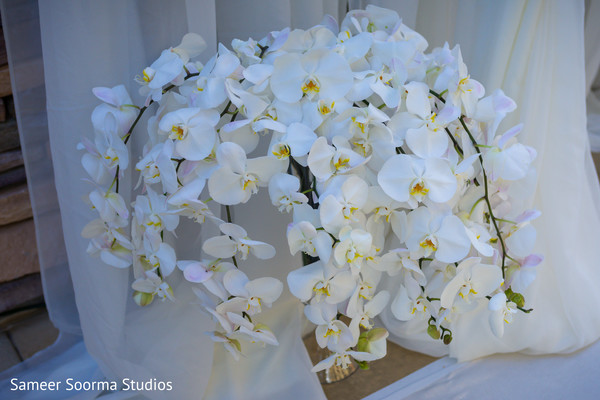 See this dazzling floral arrangement