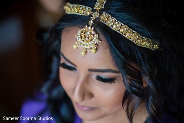 Indian bride wearing the tikka
