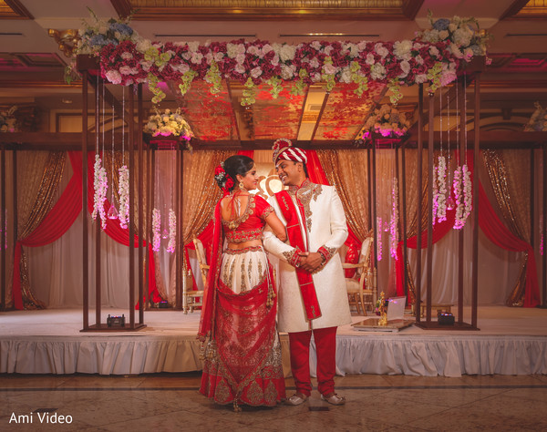 See this lovely Indian wedding couple.