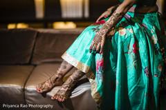 Gorgeous Maharani showing her mehndi