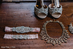 See this beautiful accessories used by the bride