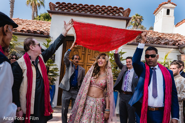 See this beautiful Maharani entering the ceremony