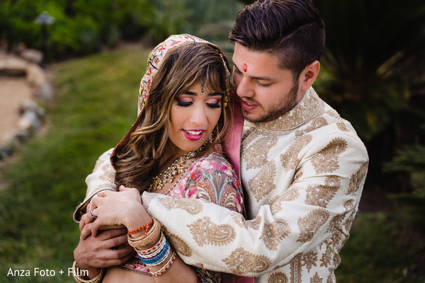 Bride hugging the Raja for pictures