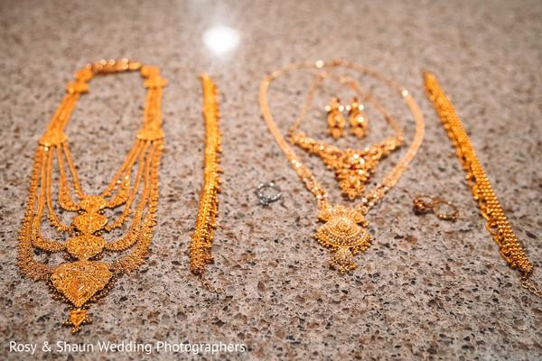Indian bride's ravishing jewelry