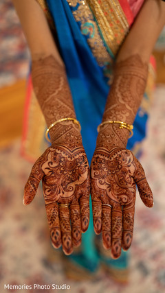 Magnificent Indian bridal henna art.