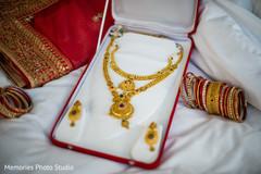 Stunning golden maharani's jewelry.