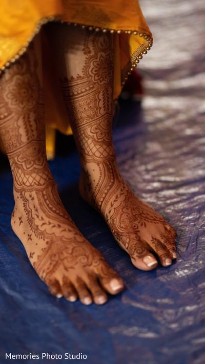 See this incredible Indian bridal henna art.