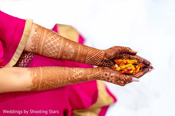 Incredible photo of Indian bridal henna art.