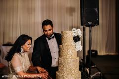 Marvelous Indian wedding cake cutting scene.