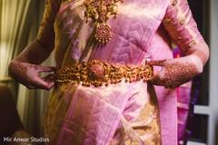 Stunning Indian bridal waist belt capture.