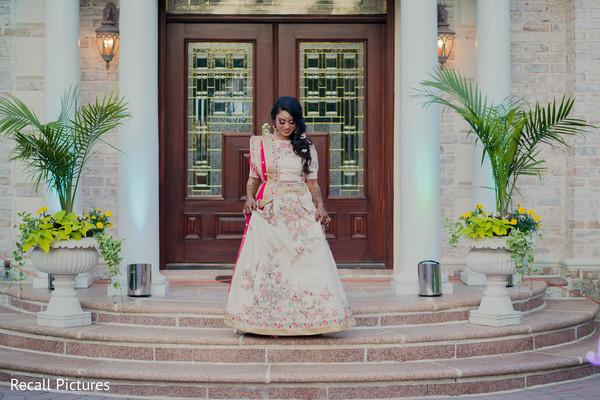 Maharani on her way to meet the groom.
