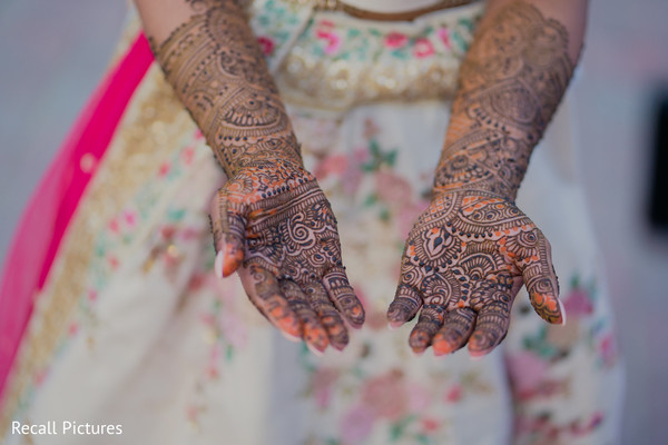 Magnificent Indian bridal colorful henna art.