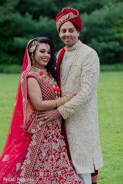Elegant Indian bride and groom's wedding ceremony fashion.
