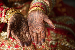 See this beautiful Indian wedding mehndi design