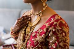 Indian bride wearing her polki necklace choker.
