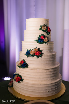 Magnificent Indian wedding cake capture.