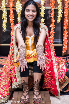 Fascinating Indian bridal mehndi.