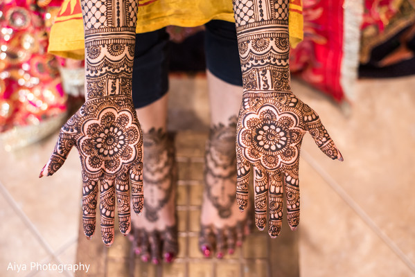 Splendid Indian bridal henna art.