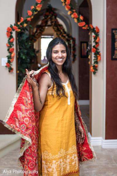See this perfect Indian bridal mehndi fashion.