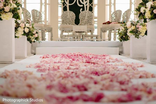 Astonishing indian wedding ceremony aisle decor.