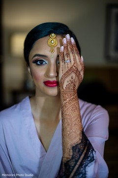 Marvelous Indian bridal mehndi art and makeup.