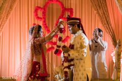 Maharani placing the garland on Raja