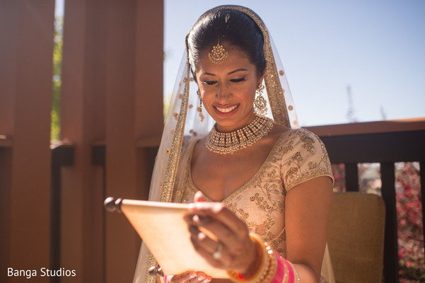 Joyful Maharani reading Raja's letter
