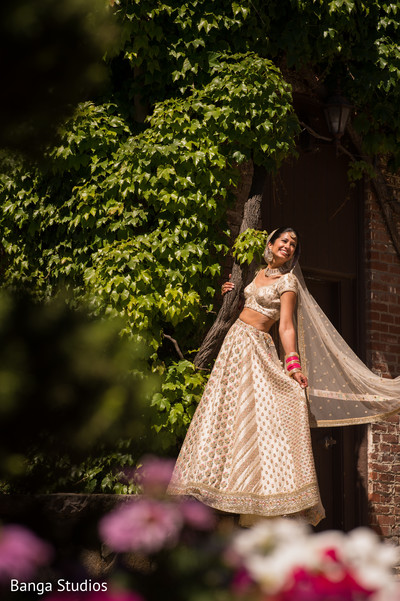 Dazzling bride wearing the lengha