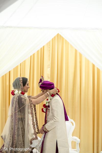 Maharani putting the garland to groom.