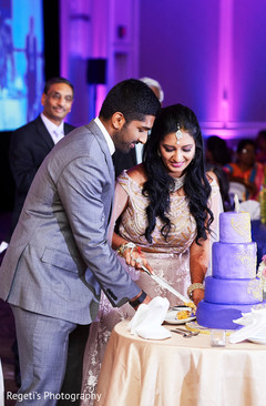 See this lovely Indian couple cutting cake.