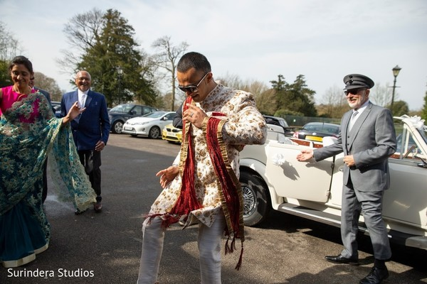 See this charming Indian groom arriving to his wedding.