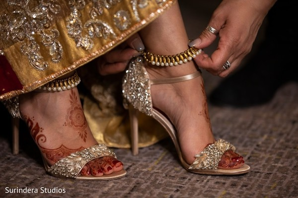 Incredible Indian bridal wedding shoes and anklet.