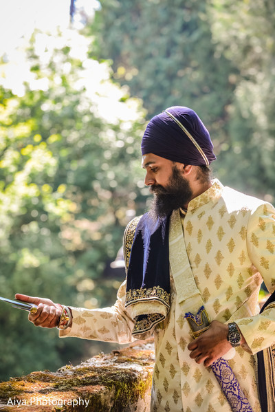 Indian groom with kirpan