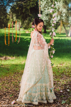 Take a look at this elegant indian bride