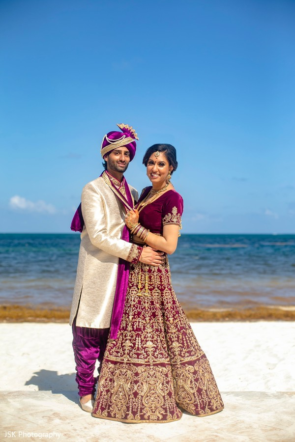 See this lovely Indian couple by the beach capture.