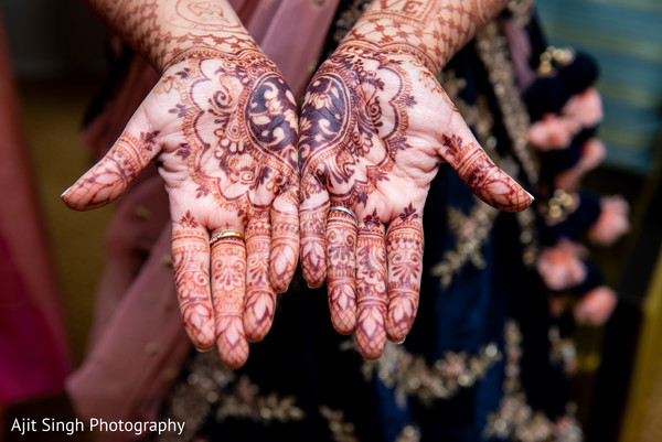 Stunning Indian bridal henna art.