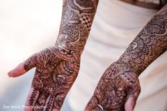 Astonishing Indian bridal mehndi art.