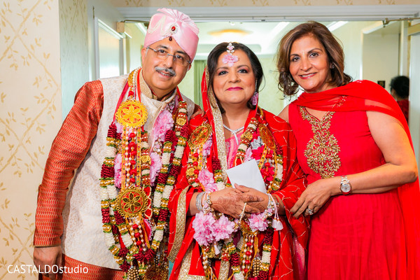 See this Indian wedding relatives portrait.