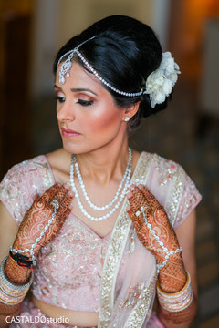 Stunning Indian bridal ceremony jewelry.
