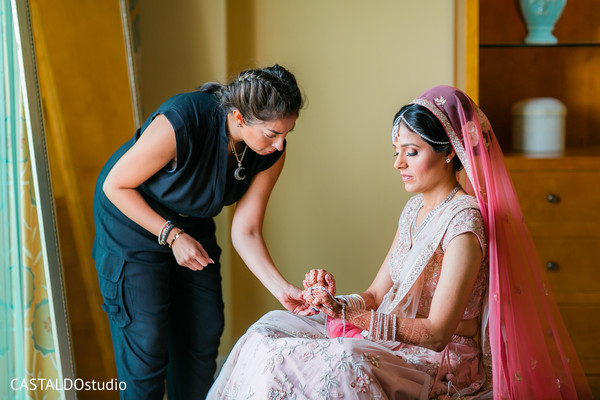 See this lovely Indian bride getting ready.