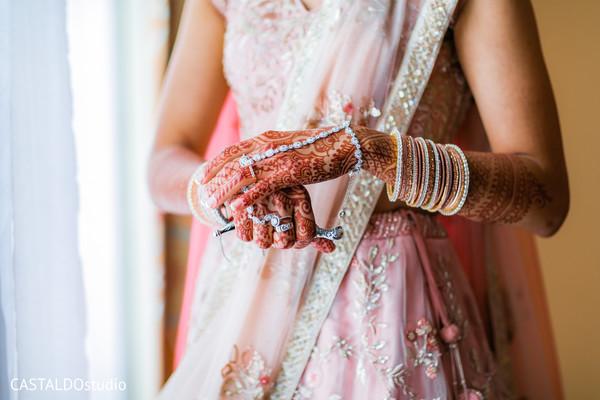 Incredible maharani's hands jewelry and henna decor.