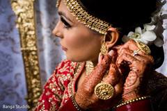 Indian bride wearing the jewelry