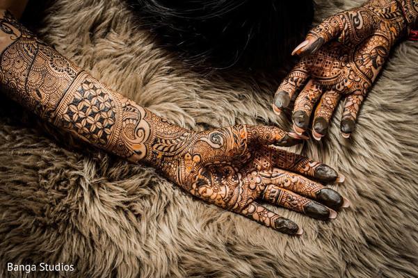 Close up design of Maharani's mehndi