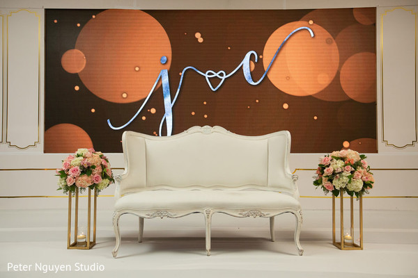 See this dazzling decor of the reception stage